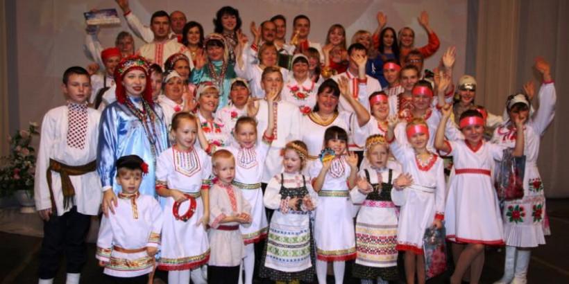 """Финно-угорские коллективы представили семейные традиции на """"транзитном"""" фестивале в Марий Эл"""